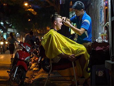 Стрижки на улице или street barbering.